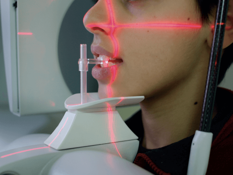 Criança a ser examinada no Médico Dentista