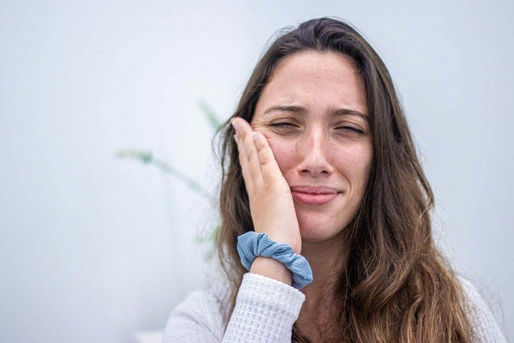 imagem de paciente com dor de dentes forte
