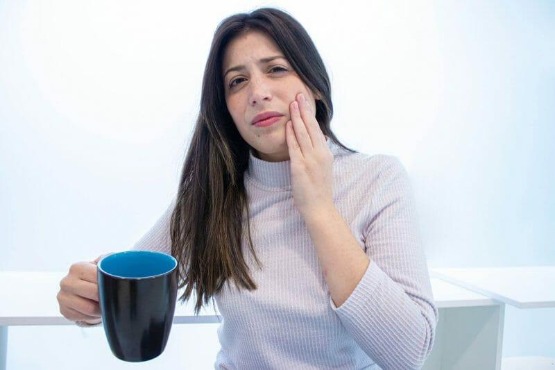 Imagem de paciente com sensibilidade dentária