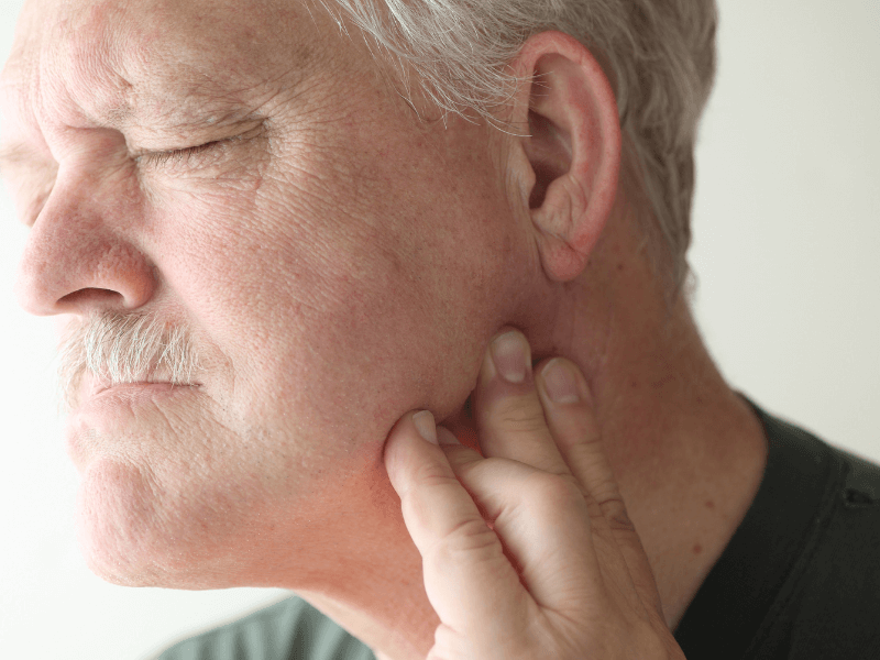 Imagem de um paciente com dor na articulação temporomandibular