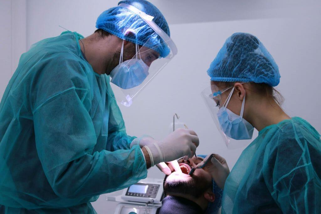 colocação de uma coroa dentária - procedimento