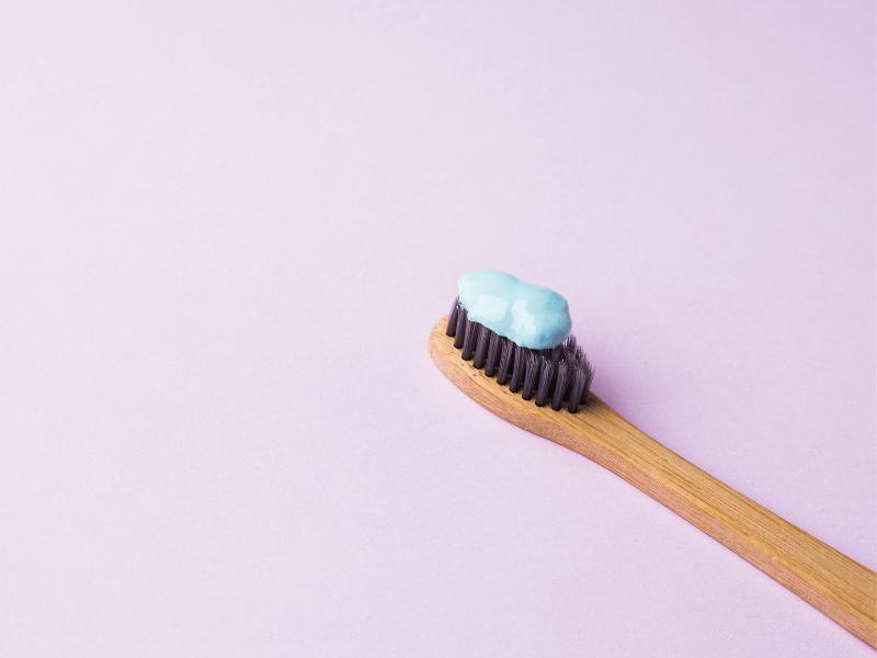 imagem de pasta de dentes com flúor