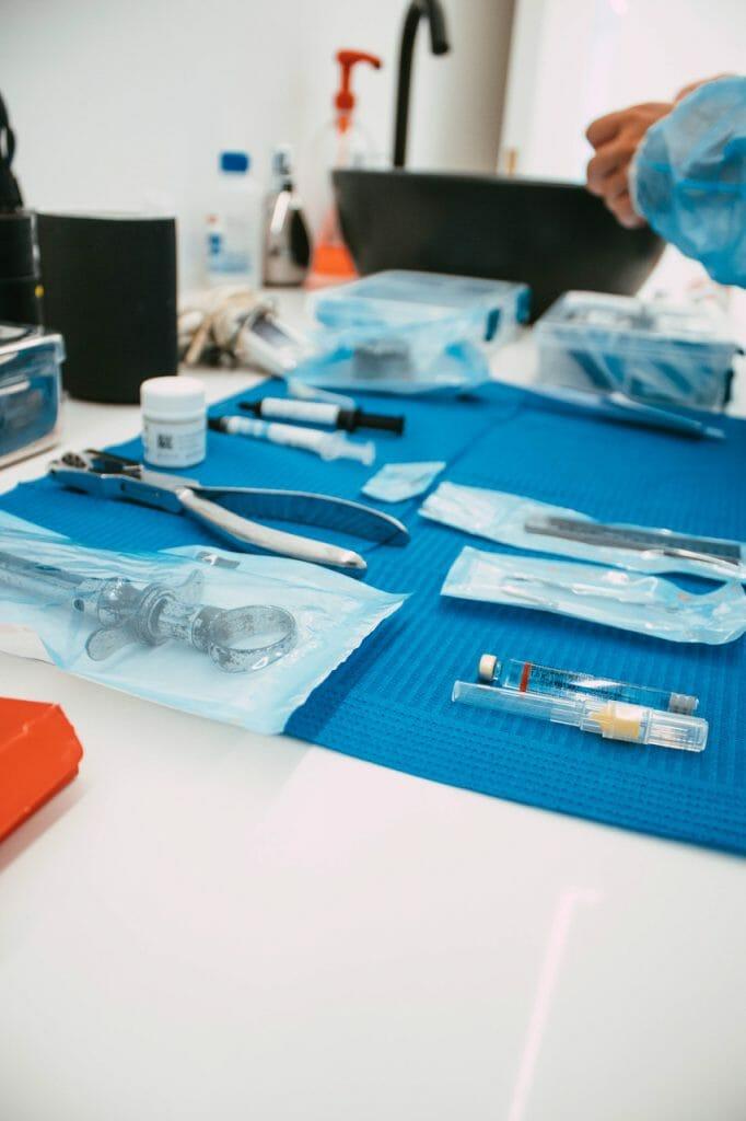 Utensílios para a extração de dentes